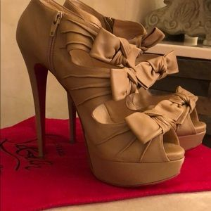 CHRISTIAN LOUBOUTIN 40.5 MADAME BUTTERFLY STILETTO